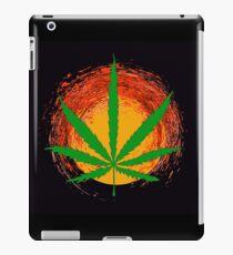 Marihuana-Blatt und die Sonne iPad-Hülle & Klebefolie