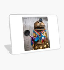 Gold Dalek wearing Jodie Whittaker's Scarf Laptop Skin