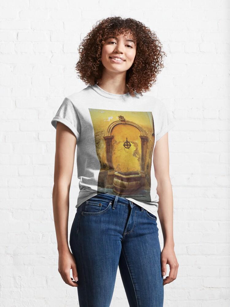 Alternate view of Siena, Tuscany, Italy - peeling paint Classic T-Shirt