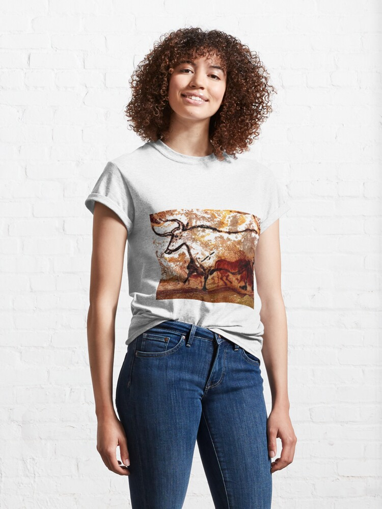 Alternate view of #Lascaux #Cave #Paintings #Bull LascauxCave PaintingsBull LascauxCavePaintingsBull CavePaintings CaveDrawings drawings Classic T-Shirt