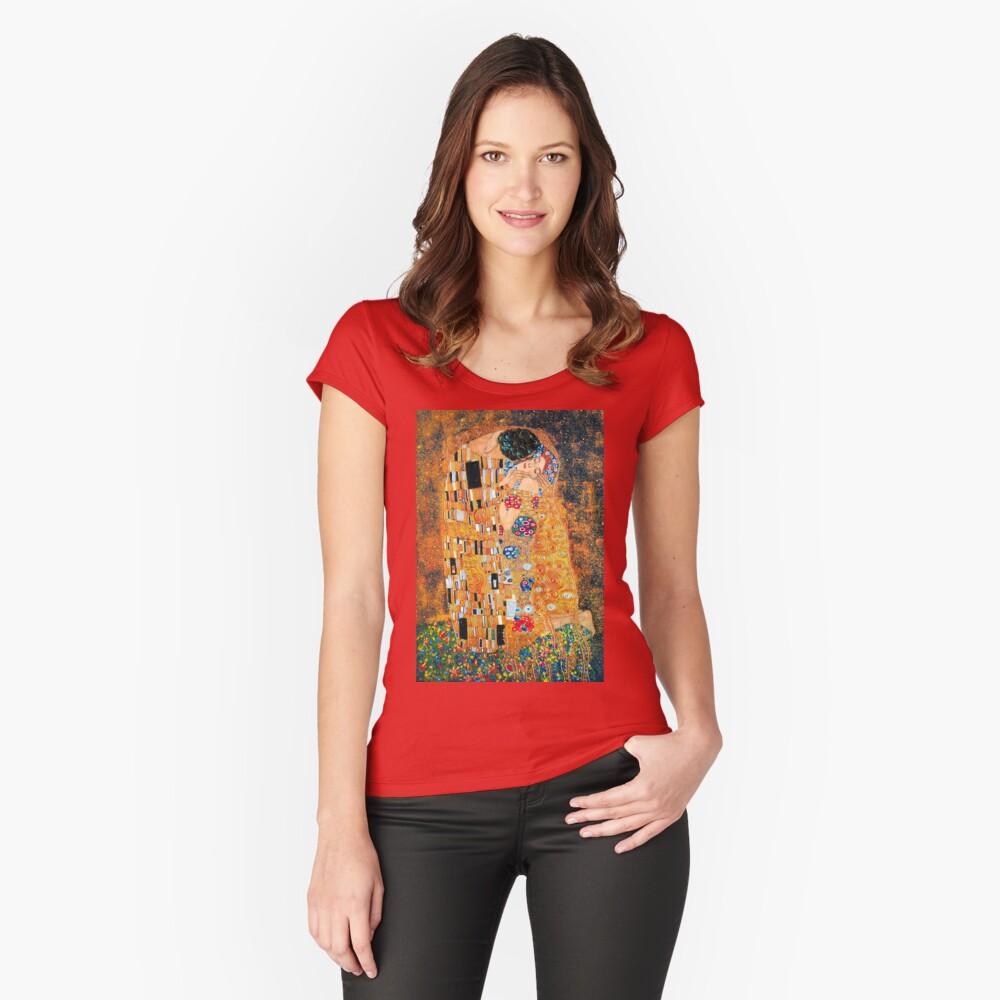 Gustav Klimt - Der Kuss Tailliertes Rundhals-Shirt