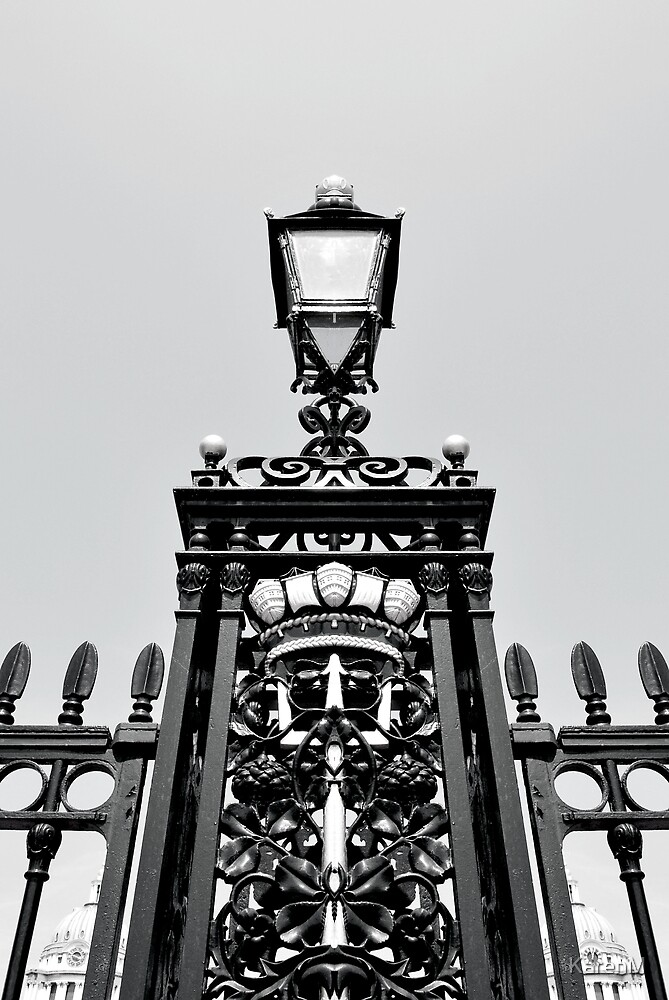 Greenwich Lamp Post  by KarenM