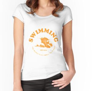 Camiseta entallada de cuello ancho