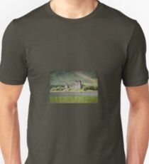 Kilchurn Castle, Scotland. UK T-Shirt