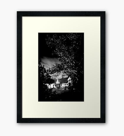 MAINE HOUSE, NEW ENGLAND USA Framed Print