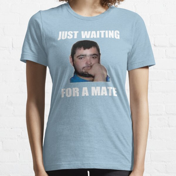 Solo esperando un compañero Camiseta esencial