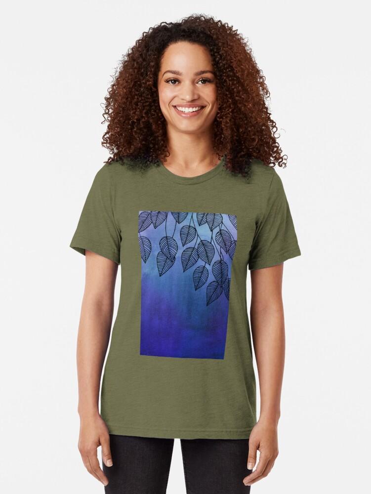 Vista alternativa de Camiseta de tejido mixto Midnight Blue Garden - hojas de acuarela y tinta