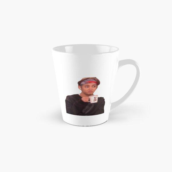 v en sirotant un thé Mug long