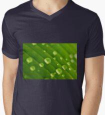 green lines and drops T-Shirt mit V-Ausschnitt