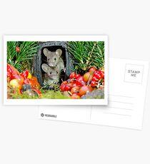 Postales Dos ratones de la casa del jardín salvaje en una casa de troncos
