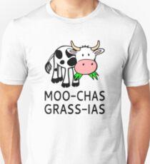 Moo-chas Grass-ias (Muchas Gracias) Slim Fit T-Shirt