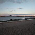 Blasser Sonnenuntergang über Rangitoto von CleverCharles