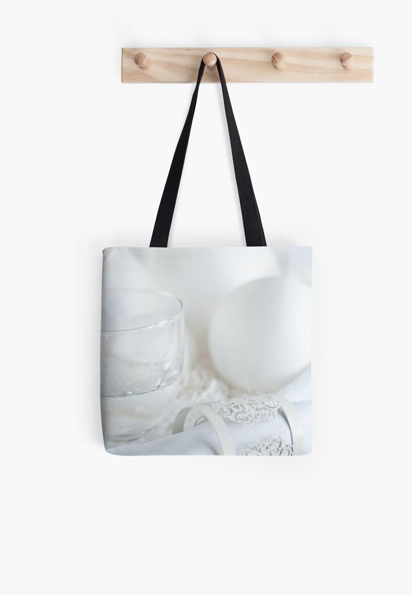 White table by Ilva Beretta