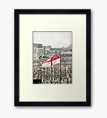 Der weiße Fähnrich fliegt auf der HMS Belfast Gerahmtes Wandbild