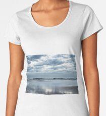 Storm is coming Premium Scoop T-Shirt