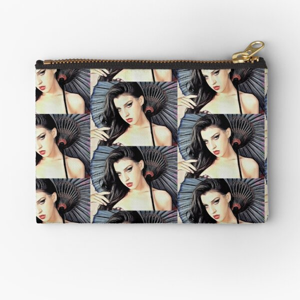 Miss Noir Zipper Pouch