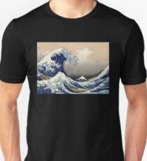 'The Great Wave Off Kanagawa' by Katsushika Hokusai (Reproduction) Unisex T-Shirt