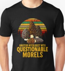 Amateur-Mykologe mit fragwürdigen Morcheln Slim Fit T-Shirt