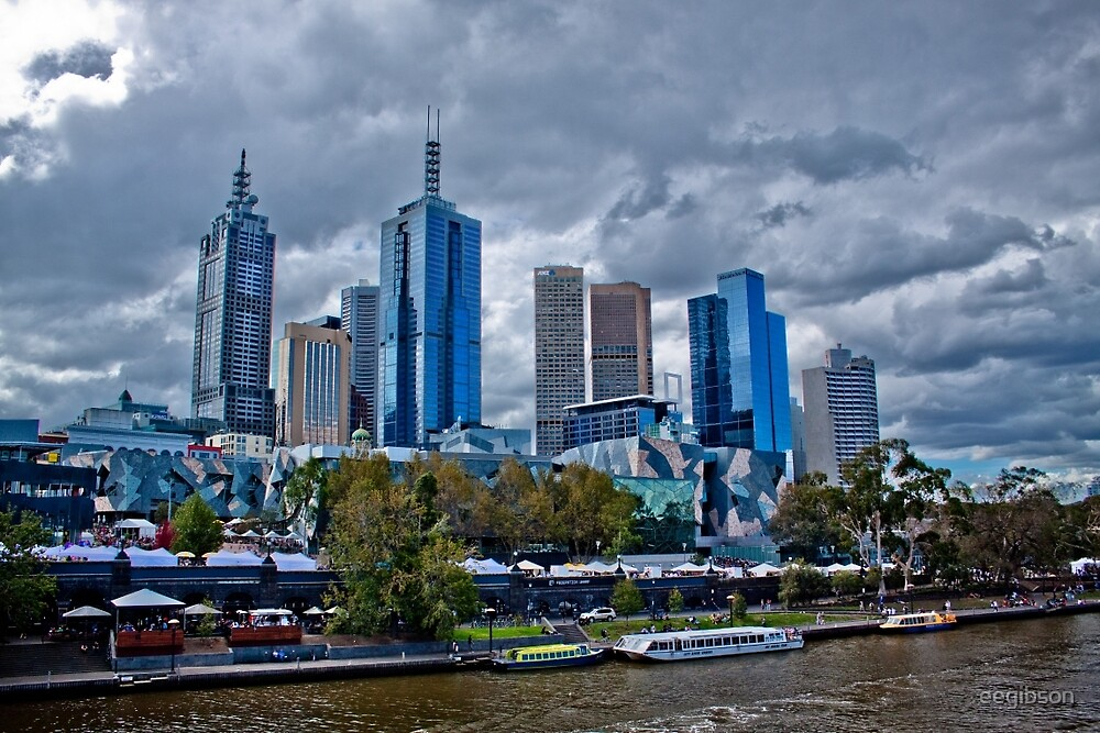 Melbourne Skyline from Princes Bridge by eegibson