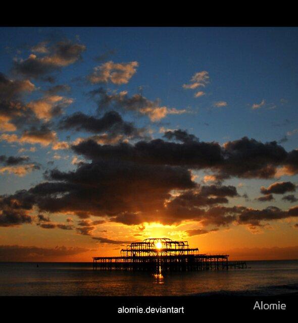 As dusk falls by Alomie