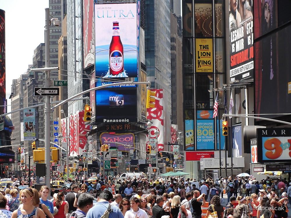 Crowded Summer - New York City by francescak
