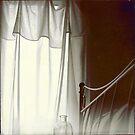lumière blanche / voile blanc / le temps by linda vachon