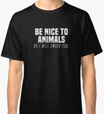 Lustig sei nett zu den Tieren oder ich prügele dich Activism T-Shirt Classic T-Shirt