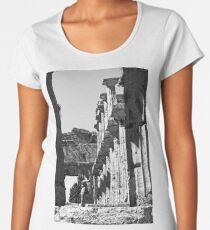 Girl photographs a temple of Paestum Women's Premium T-Shirt