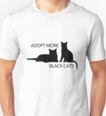 Adoptieren Sie mehr schwarze Katzen Slim Fit T-Shirt