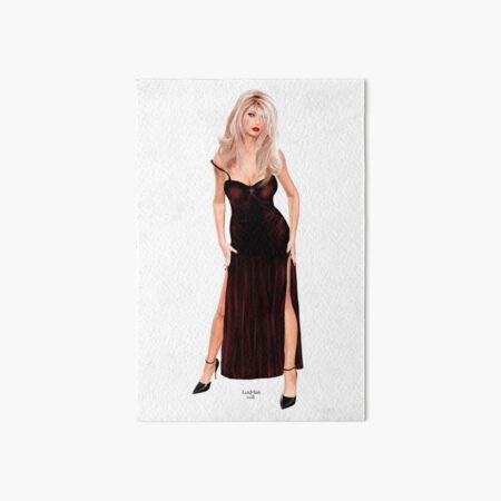 Tasha - Blondine im weinroten Samtkleid Galeriedruck