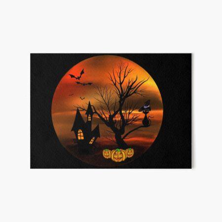 Halloween Katze mit Zauberhut in einem blattlosen Baum, leuchtende Kürbisse, Fledermäuse und eine alte Villa Galeriedruck