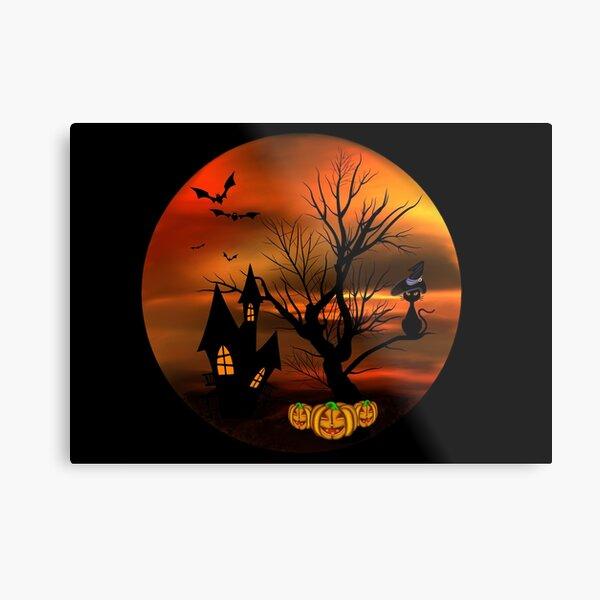 Halloween Katze mit Zauberhut in einem blattlosen Baum, leuchtende Kürbisse, Fledermäuse und eine alte Villa Metallbild