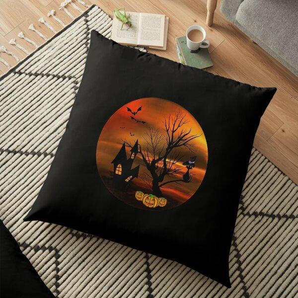 Halloween Katze mit Zauberhut in einem blattlosen Baum, leuchtende Kürbisse, Fledermäuse und eine alte Villa Bodenkissen