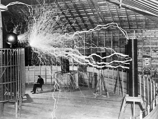 Nikola Tesla mit seiner Ausrüstung (17. Juni 1901) von allhistory