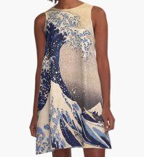 Die große Welle vor Kanagawa von Katsushika Hokusai (um 1830-1833) A-Linien Kleid