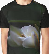 Weiße Frangipanni mit einem Hauch von Gelb Grafik T-Shirt