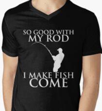 SO GOOD WITH MY ROD I MAKE FISH COME Men's V-Neck T-Shirt