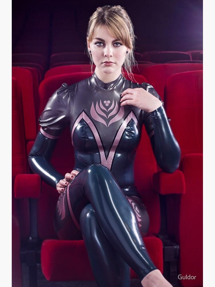 Schönes Mädchen im Kino (Wandbild, versch. Größen)