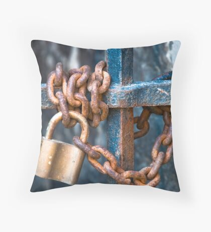 Chain game Throw Pillow