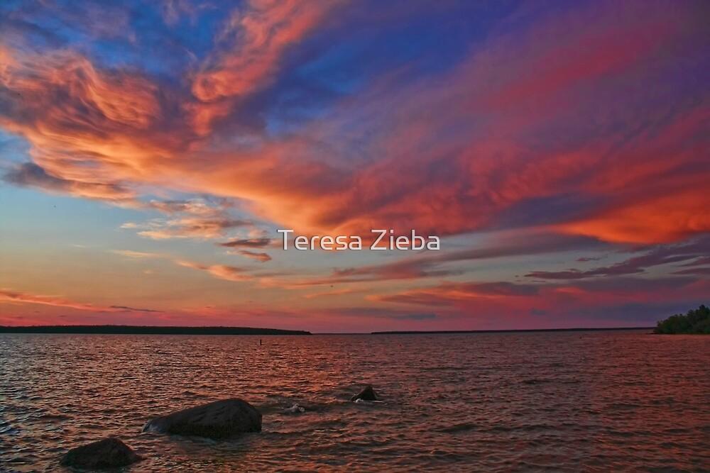 Hecla Island Sunset by Teresa Zieba