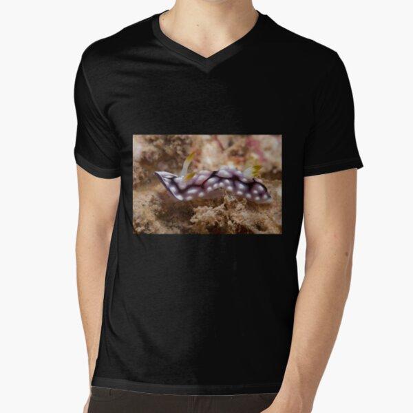 Chromodoris geometrica, Kapalai, Sabah, Malaysia V-Neck T-Shirt