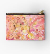 A rounded View Zipper Pouch