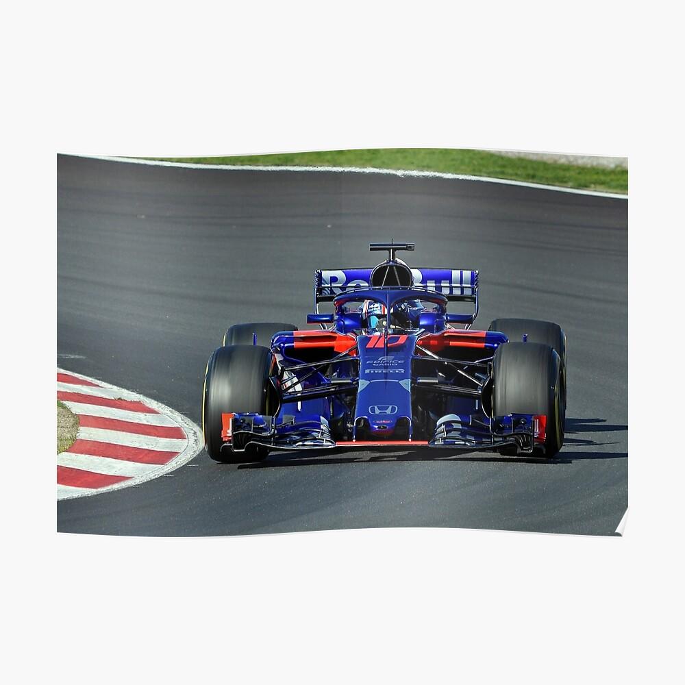 Pierre Gasly fährt mit seinem Toro Rosso Poster