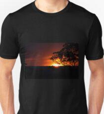 Hügels Sonnenuntergang Slim Fit T-Shirt