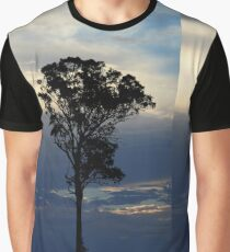 Baum kurz vor dem Sonnenuntergang Grafik T-Shirt
