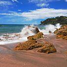 Splash In Hot Water Beach by bazcelt