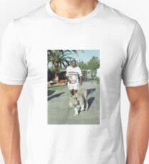 Mike Tyson geht mit seinem Tiger an der Leine Unisex T-Shirt
