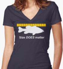 Size does matter - fishing T-shirt Women's Fitted V-Neck T-Shirt