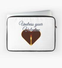 Undress your Valentine Laptoptasche