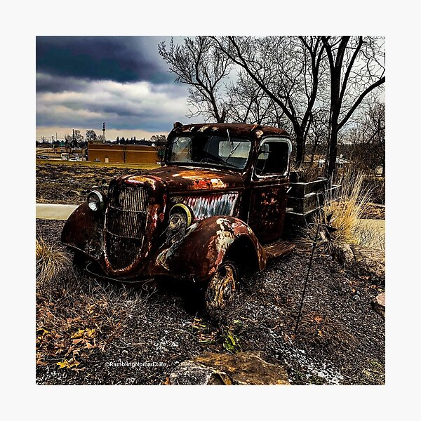 1117 Rusted Truck Photographic Print
